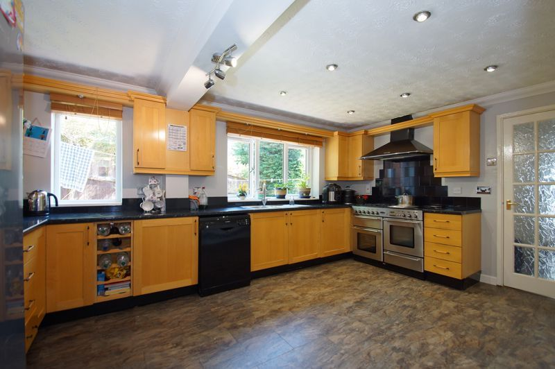 5 bed house for sale in Brookfield Close  - Property Image 7