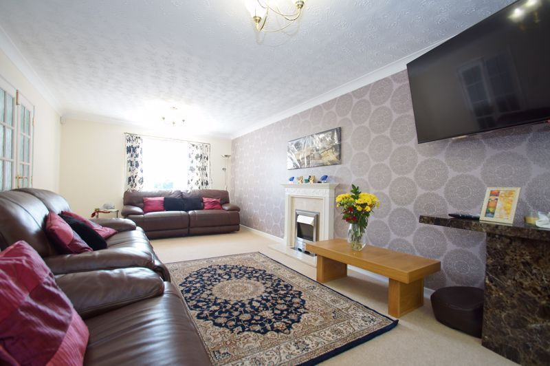 5 bed house for sale in Brookfield Close  - Property Image 9