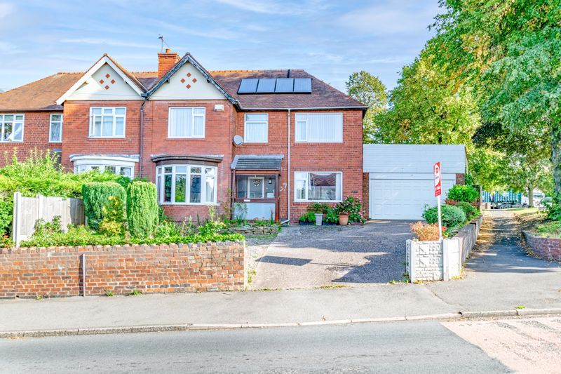 4 bed house for sale in Chawn Hill  - Property Image 2