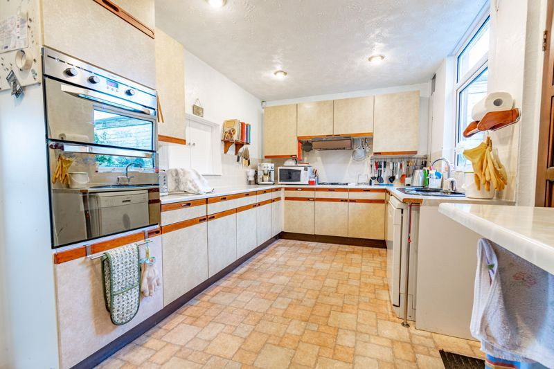 4 bed house for sale in Chawn Hill  - Property Image 4