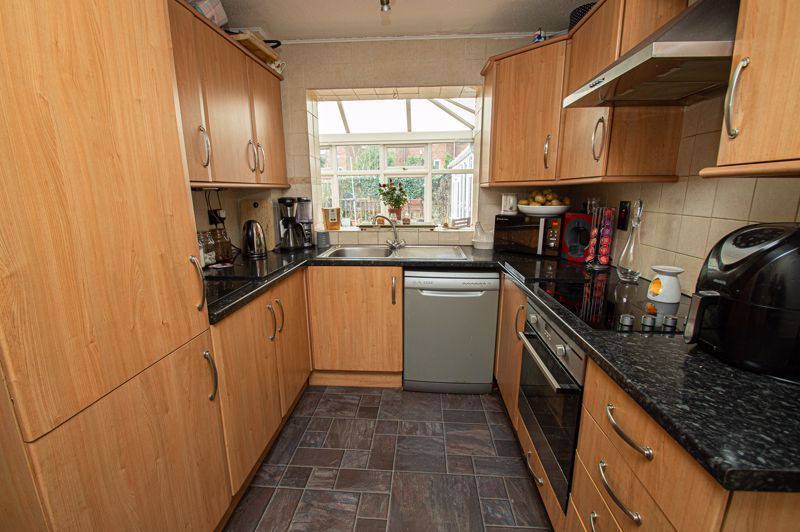 4 bed house for sale in Middleton Close  - Property Image 2
