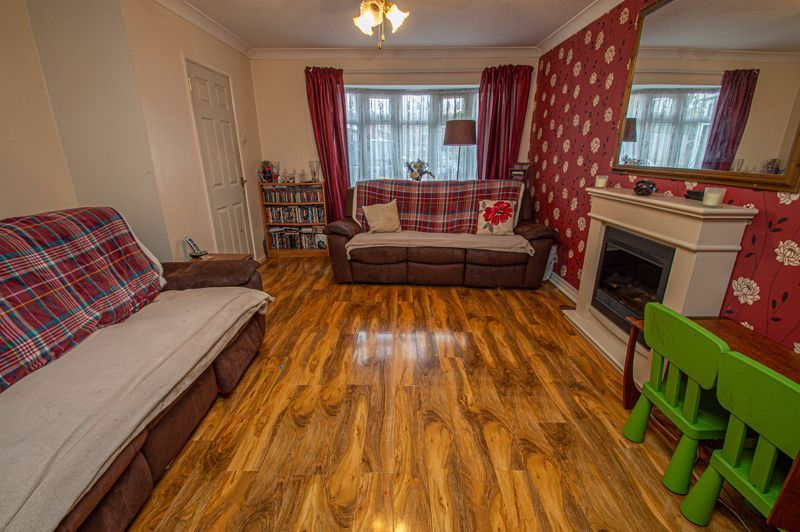 4 bed house for sale in Middleton Close 3