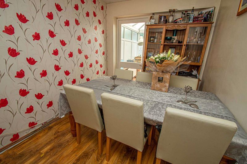 4 bed house for sale in Middleton Close 5