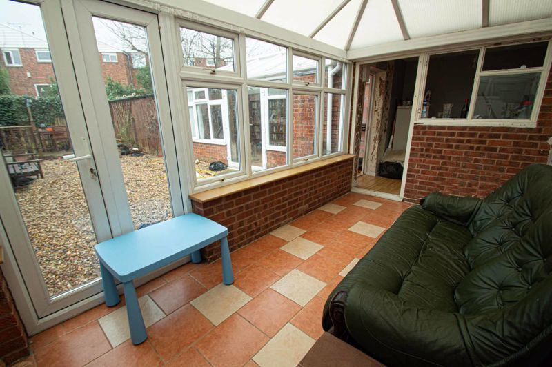 4 bed house for sale in Middleton Close 6