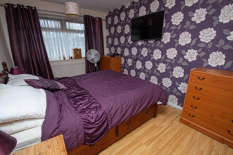 4 bed house for sale in Middleton Close 8