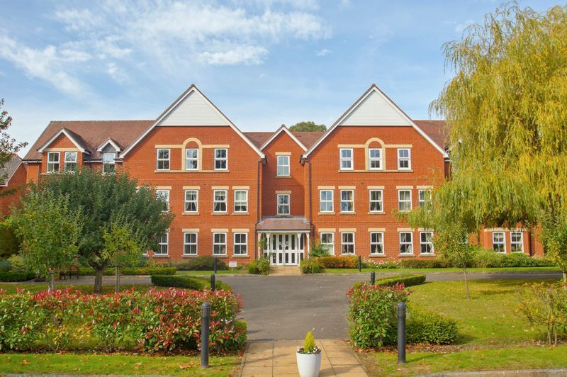 2 bed flat for sale in College Road  - Property Image 1