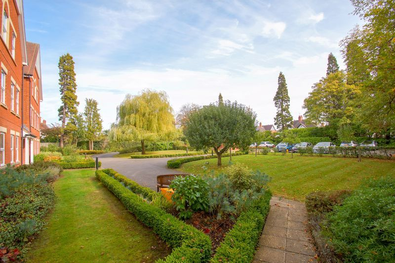 2 bed flat for sale in College Road  - Property Image 11