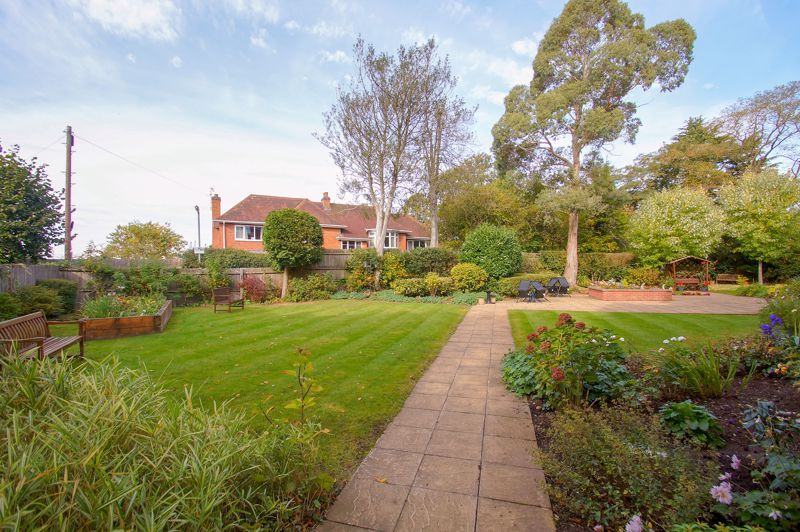 2 bed flat for sale in College Road  - Property Image 12