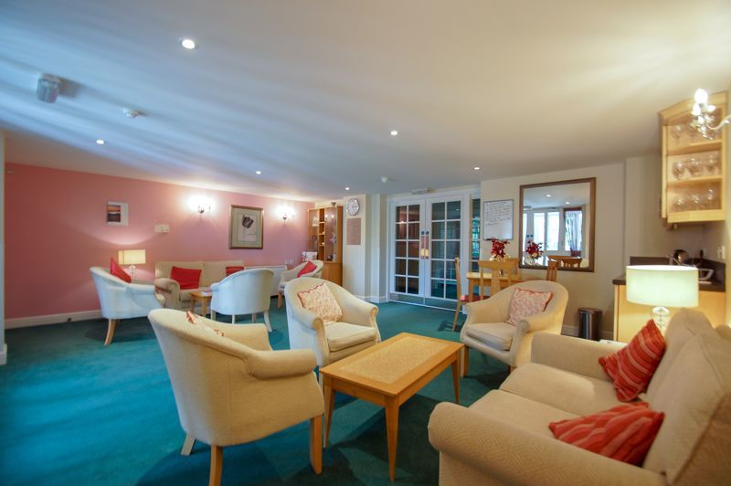 2 bed flat for sale in College Road 9