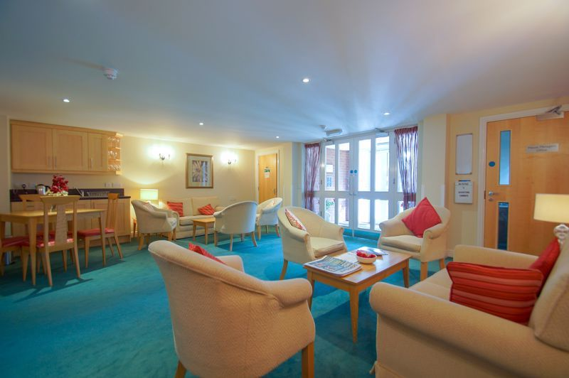2 bed flat for sale in College Road 10