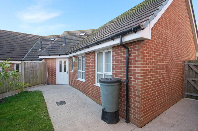 2 bed bungalow for sale in Oldfield Road 12