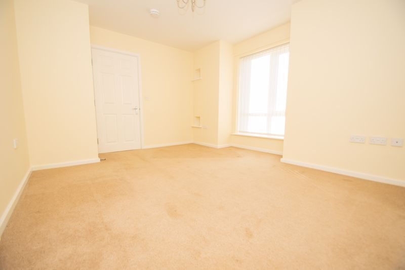 2 bed bungalow for sale in Oldfield Road  - Property Image 5