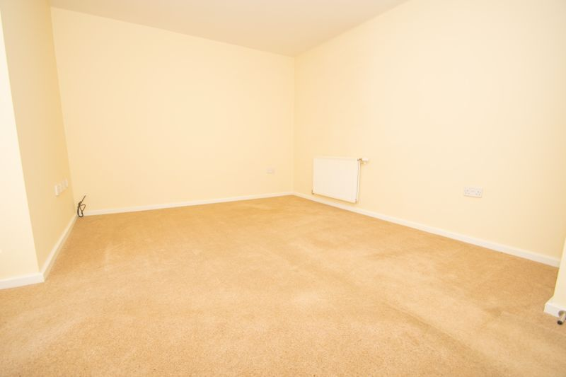 2 bed bungalow for sale in Oldfield Road  - Property Image 6