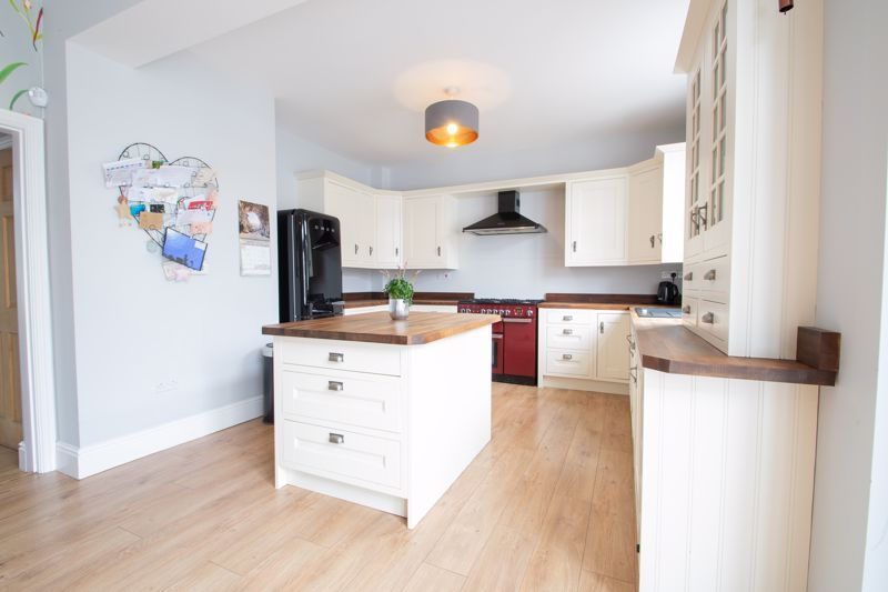 4 bed house for sale in South Avenue 3