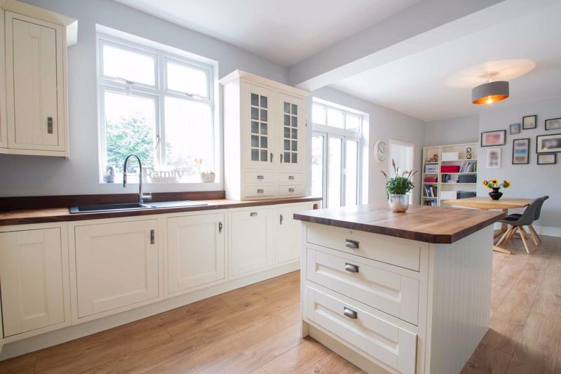 4 bed house for sale in South Avenue 4