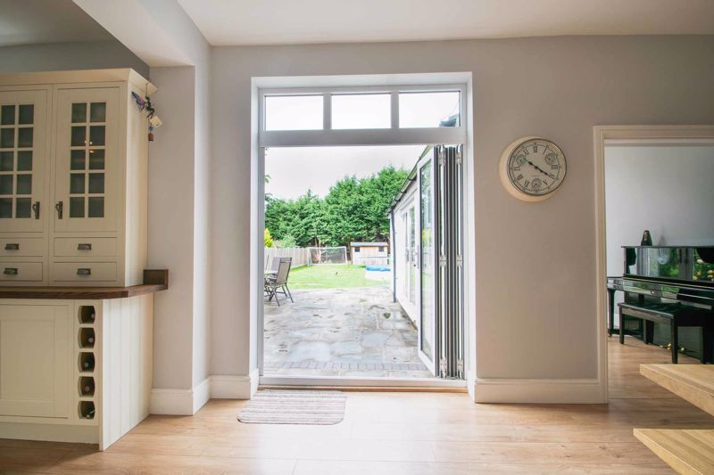 4 bed house for sale in South Avenue 5