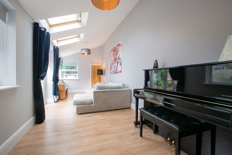 4 bed house for sale in South Avenue 7
