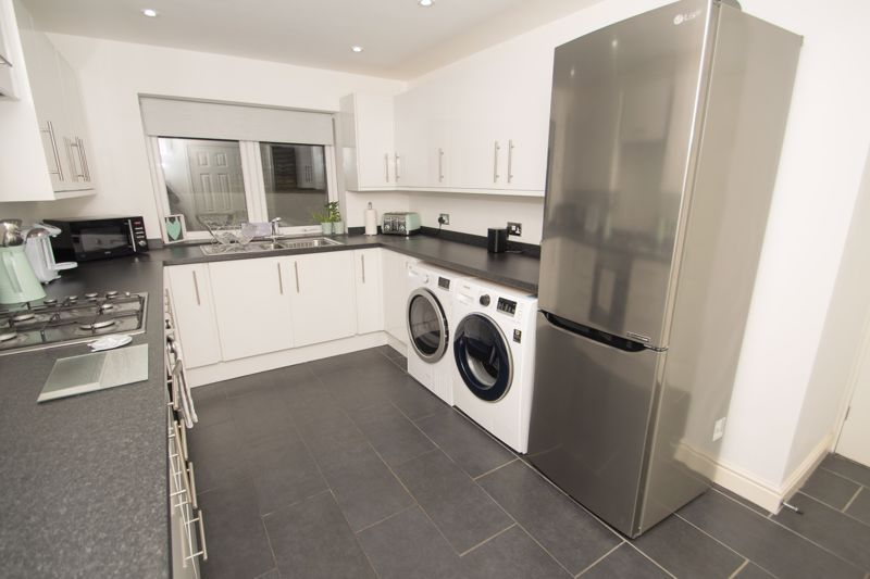 2 bed house for sale in West Road 7