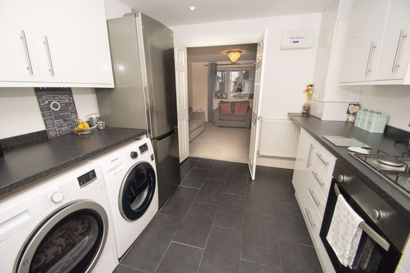 2 bed house for sale in West Road 9