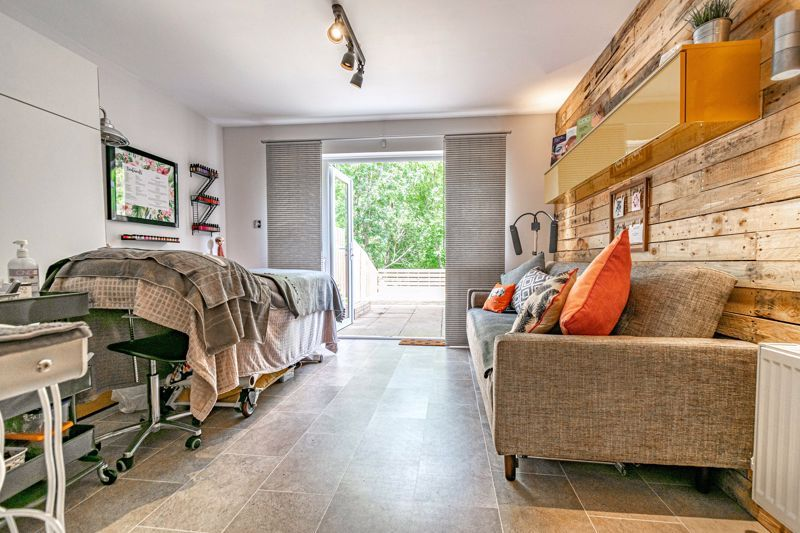 3 bed house for sale in Minworth Close 2