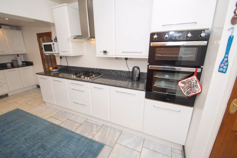 3 bed house for sale in Winchester Drive 19