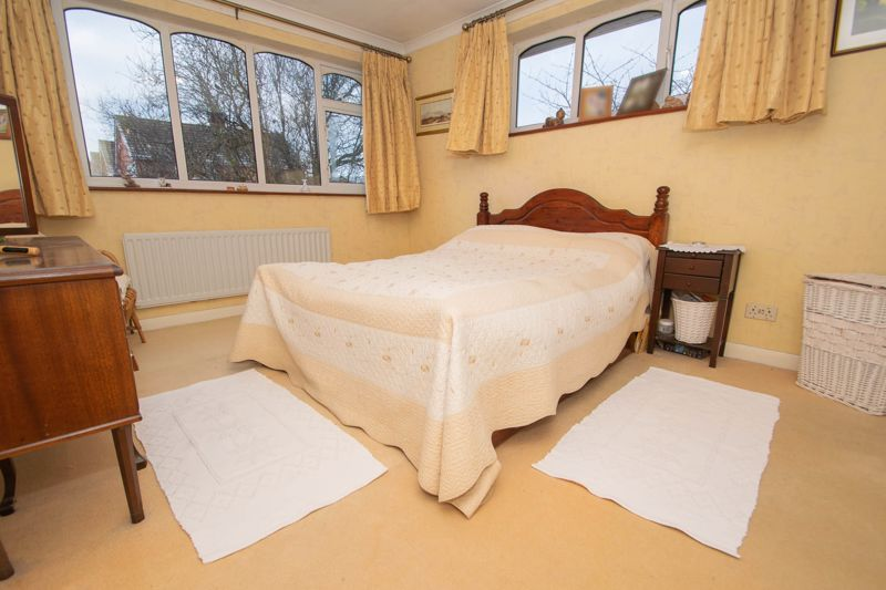 3 bed house for sale in Winchester Drive 8