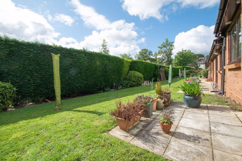 1 bed bungalow for sale in Stourbridge Road 11