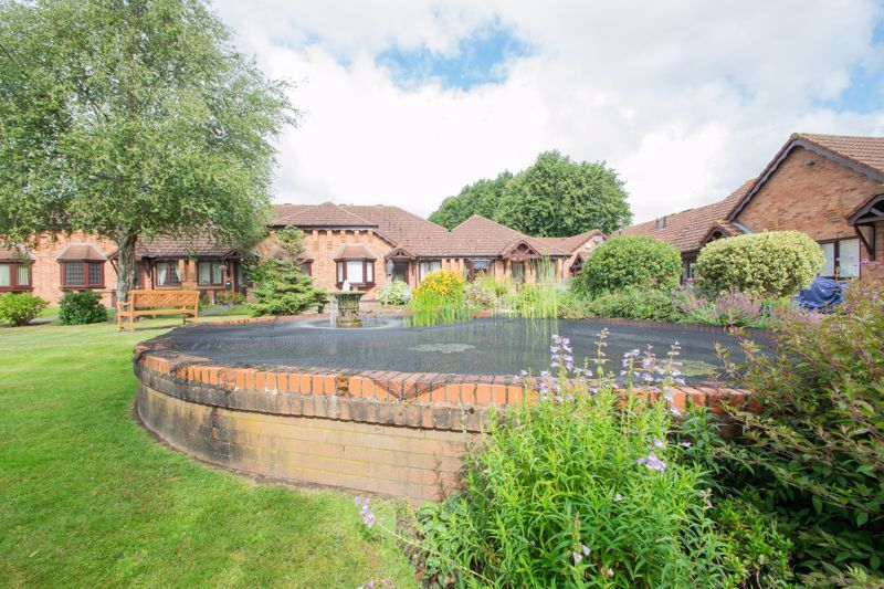 1 bed bungalow for sale in Stourbridge Road 13