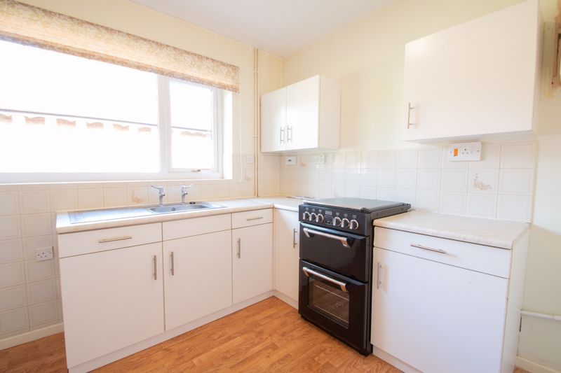 1 bed bungalow for sale in Stourbridge Road 7