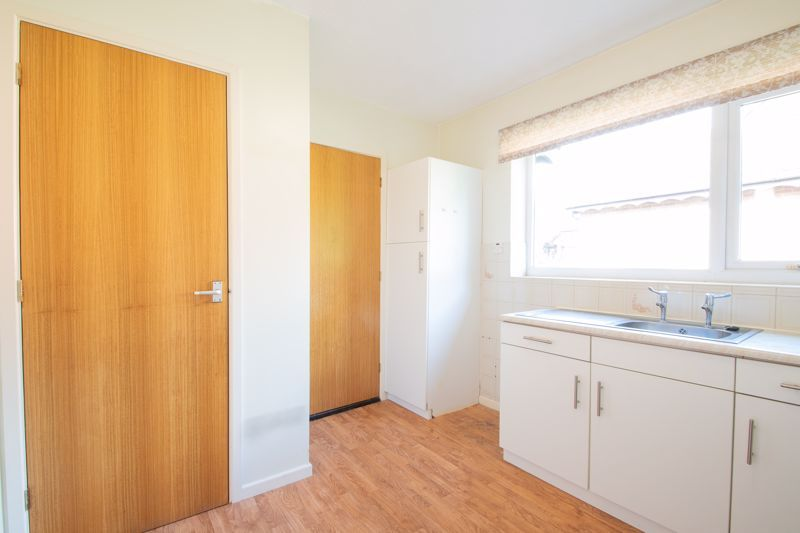 1 bed bungalow for sale in Stourbridge Road 8