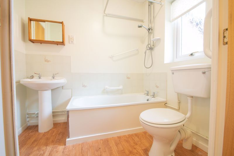 1 bed bungalow for sale in Stourbridge Road 9