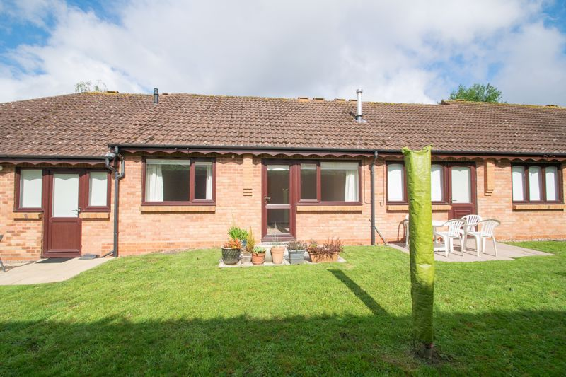 1 bed bungalow for sale in Stourbridge Road 10