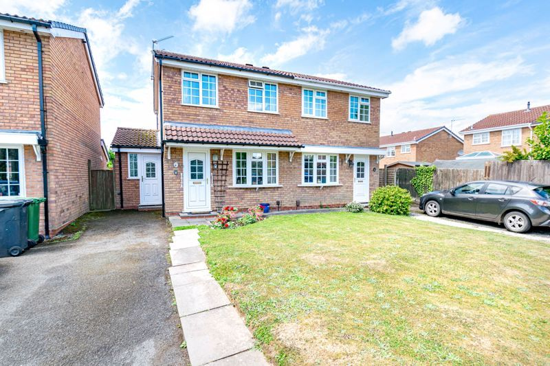 2 bed house for sale in Michaelwood Close 1