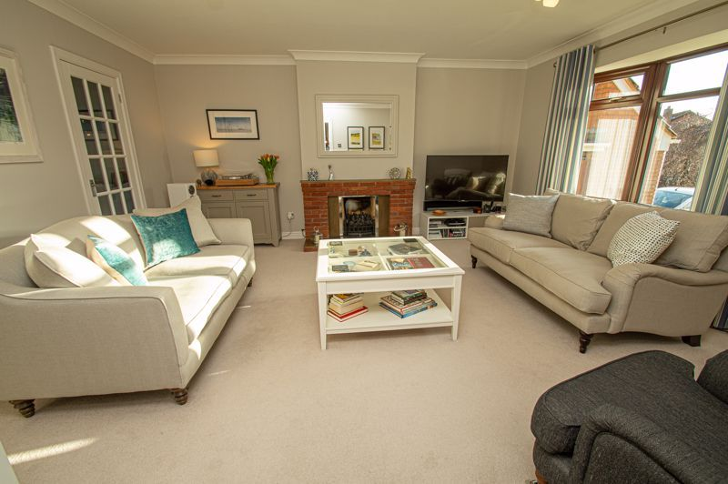 4 bed house for sale in Barley Croft  - Property Image 2