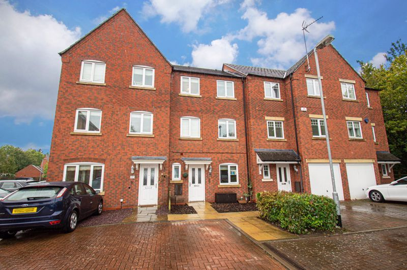 5 bed house for sale in Hedgerow Close 1
