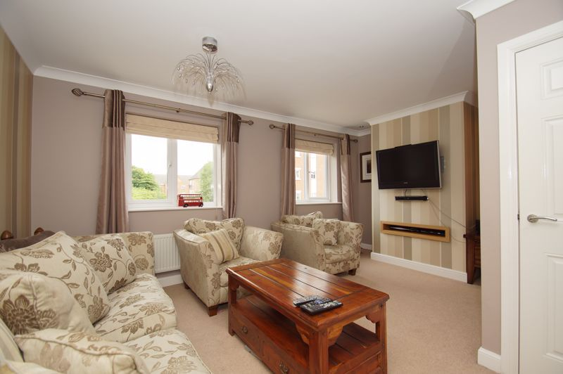 5 bed house for sale in Hedgerow Close  - Property Image 17