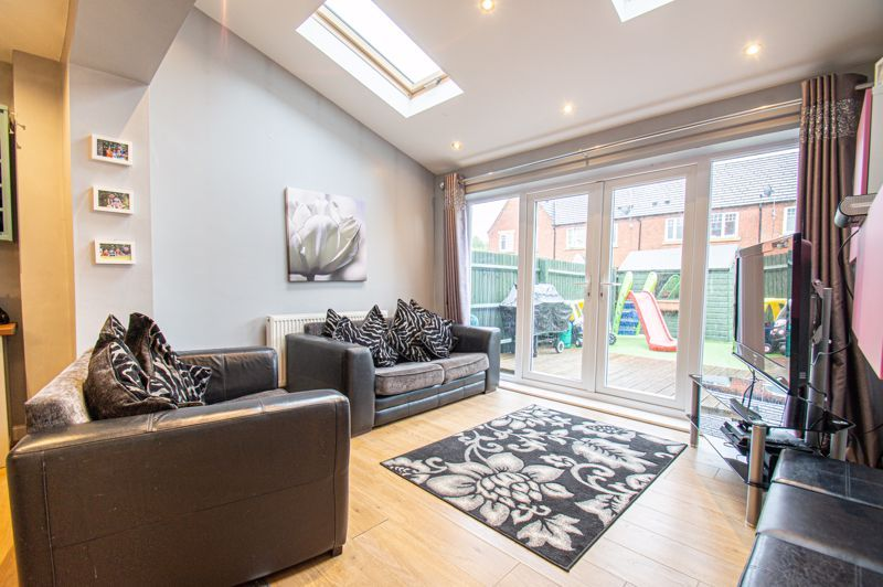 5 bed house for sale in Hedgerow Close 5