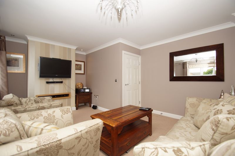 5 bed house for sale in Hedgerow Close  - Property Image 6