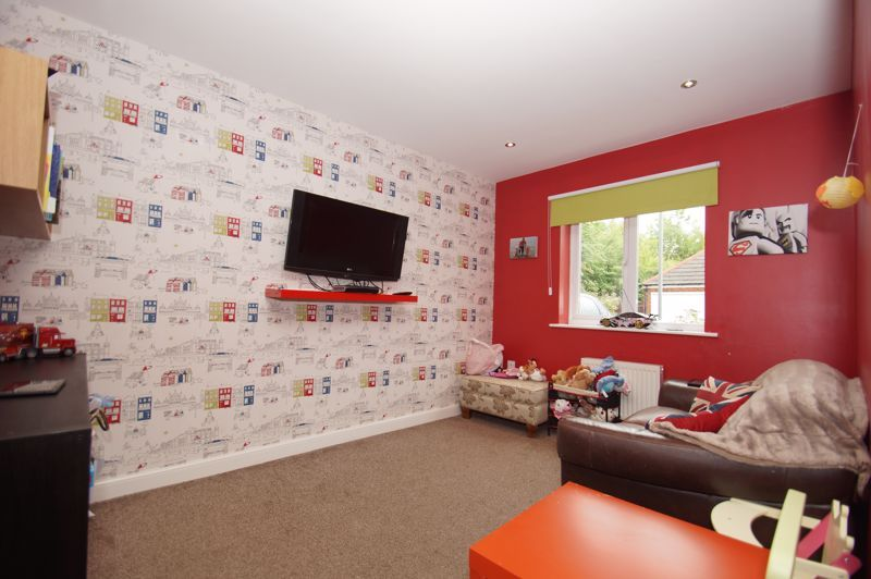 5 bed house for sale in Hedgerow Close  - Property Image 7
