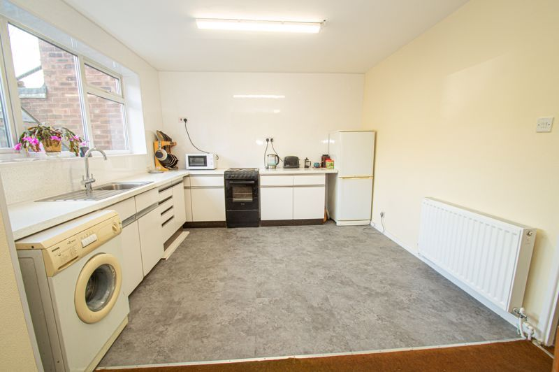 3 bed house for sale in Crabtree Close 4