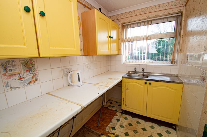 2 bed bungalow for sale in Meriden Close 3