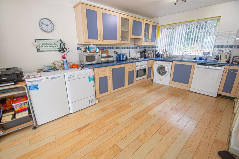 3 bed house for sale in Merevale Close 6