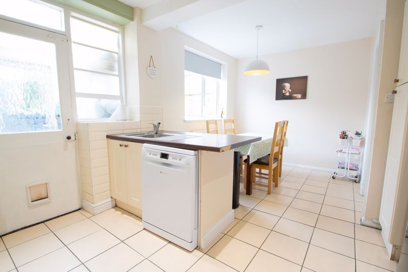 3 bed house for sale in Shenstone Avenue 5