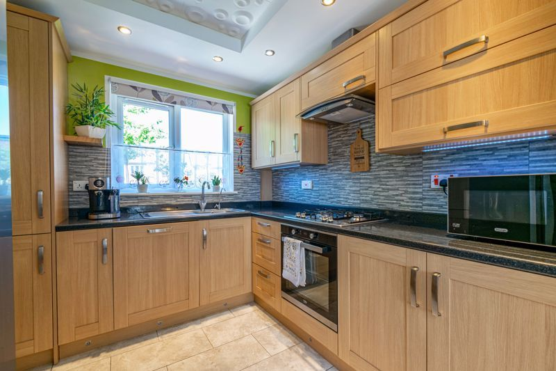 3 bed bungalow for sale in Beech Tree Close  - Property Image 4