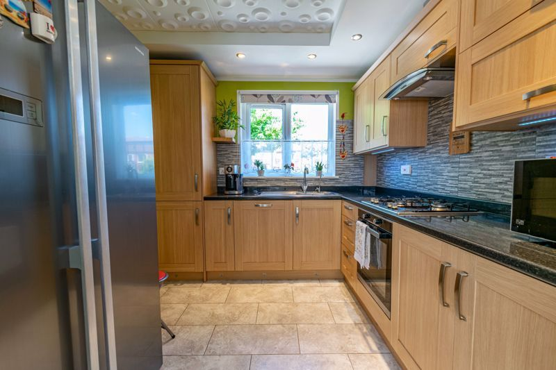 3 bed bungalow for sale in Beech Tree Close 5