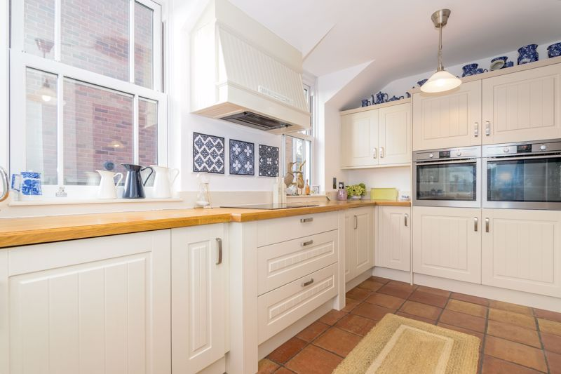 3 bed house for sale in West Road 5