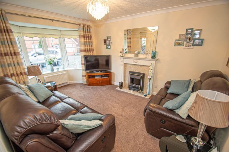 3 bed house for sale in Hoveton Close 2