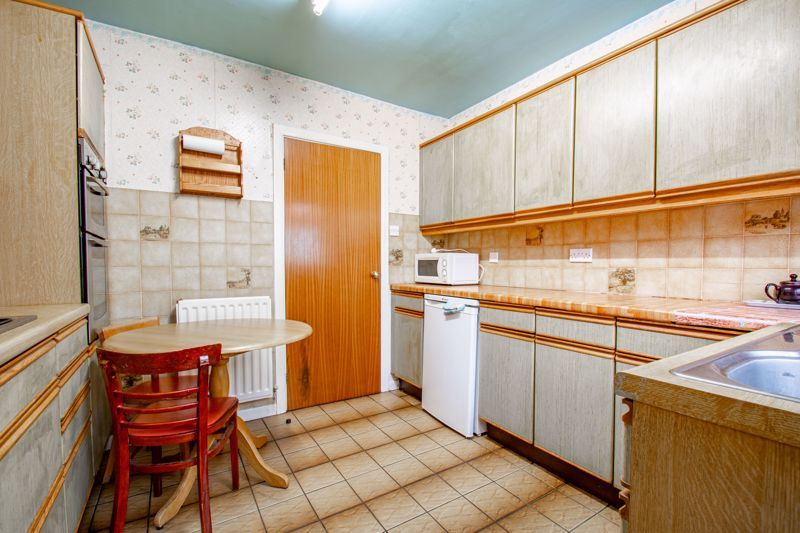 2 bed bungalow for sale in Alison Drive 6