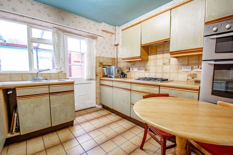 2 bed bungalow for sale in Alison Drive 7