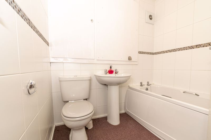 1 bed flat for sale in Worcester Street 8